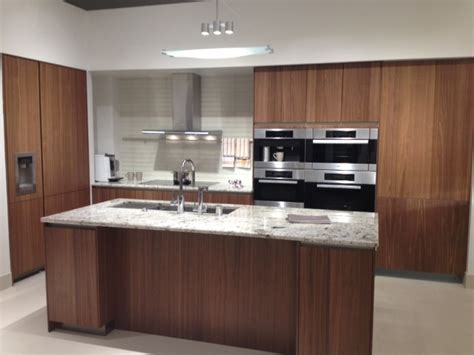 walnut veneer kitchen cabinets siematic cabinetry walnut veneer contemporary kitchen 6998