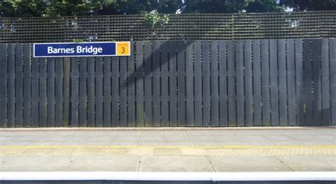 Barnes Bridge Station © N Chadwick