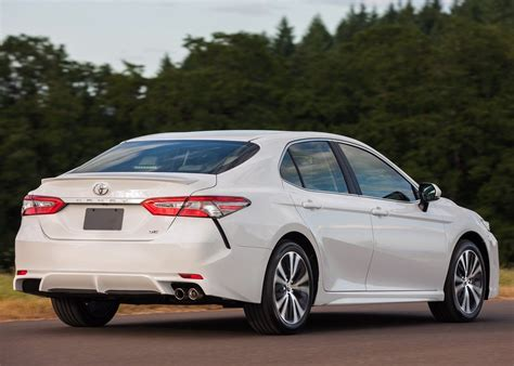 toyota camry   se  kuwait  car prices specs