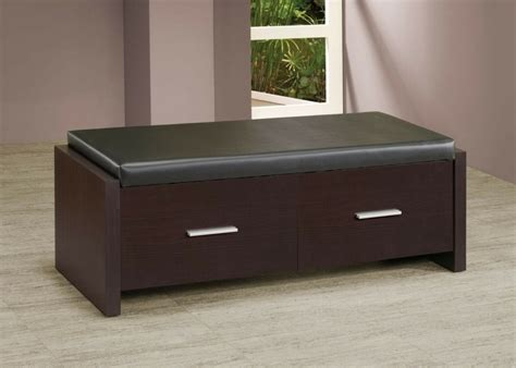 meubles pour chambre a coucher bout de lit coffre un meuble de rangement astucieux