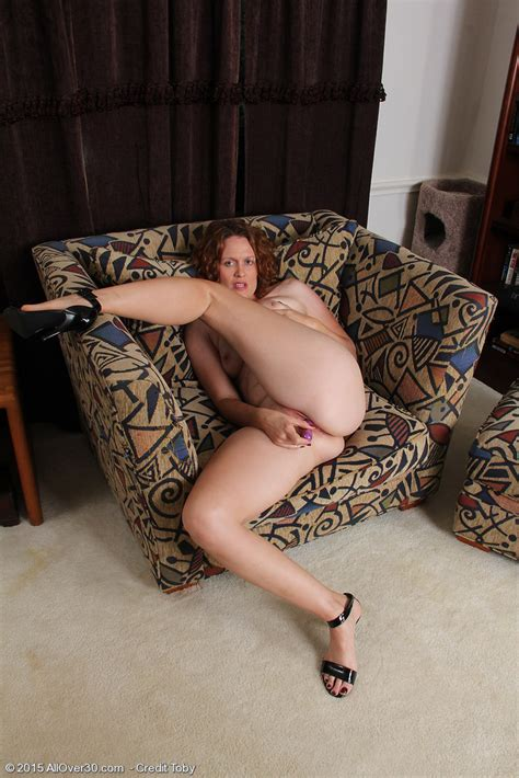 Featuring 35 Year Old Roxanne Clemmens from Vancouver, Canada in High Quality Outside Mature and ...