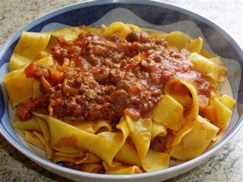 recette de cuisine italienne pappardelle au sanglier et à la sauce tomate la cuisine
