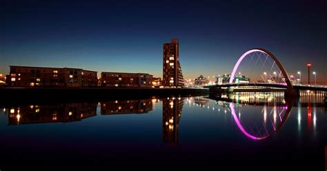 Speed Boat Glasgow by Here S How You Can Take A Nighttime Speedboat Tour Of