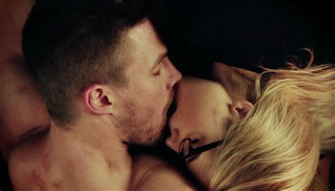 emily bett rickards chris evans arrow star emily bett rickards compares olicity to
