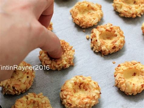 Myrecipes has 70,000+ tested recipes and videos to help you be a better cook. Resep Peanut Choco Thumbprint Cookies renyah+step by step oleh Tintin Rayner | Resep | Resep ...