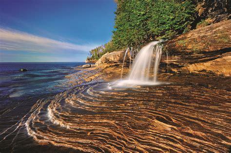 list  enchanting michigan waterfalls  visit year