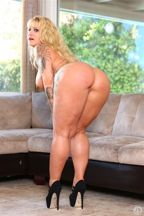 Blonde Woman Is Showing Her Big Ass Milf Fox