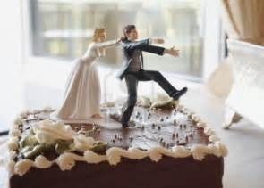 dragging groom cake topper but wedding cakes 10