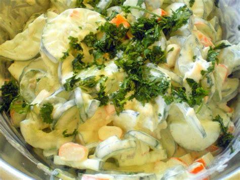 cuisiner le concombre salade fraîcheur au concombre et surimi cuisiner avec