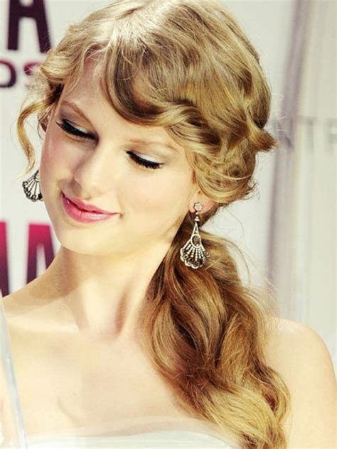 taylor swift long hairstyles side ponytail hairstyle
