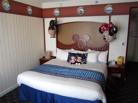 chambre d hotel disneyland hôtel disney s newport bay attractionsworld