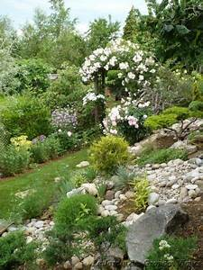 1000 idees a propos de jardin en pente sur pinterest With marvelous allee de jardin originale 4 creer le plus beau jardin avec le gravier pour allee