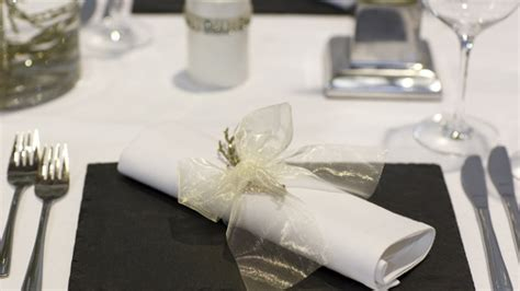 Tischdeko Weiß Silber by Tischdeko Zur Silberhochzeit Sch 246 Nes Ambiente