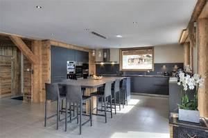 cuisine dans les tons gris melange au bois chaleureux With attractive plan de maison moderne 10 deco salon et cuisine ouverte