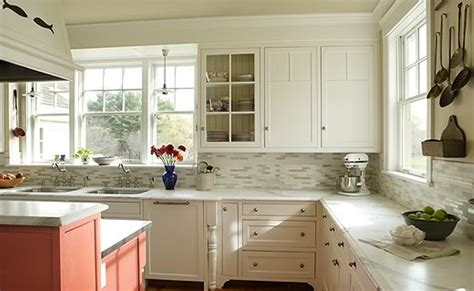 pictures of kitchen backsplashes with white cabinets newest kitchen backsplashes with white antique cabinets