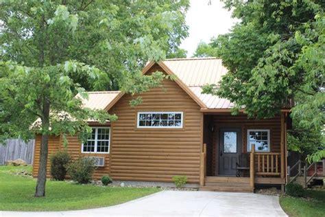 sugar maple cabins sugar maple 2 4 person log cabin with tub picture of