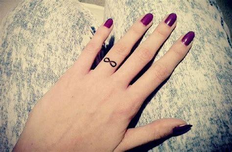 31 Tiny Finger Tattoos That Scream Of Big