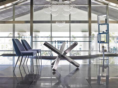 mesa de comedor  base de acero inoxidable pulido