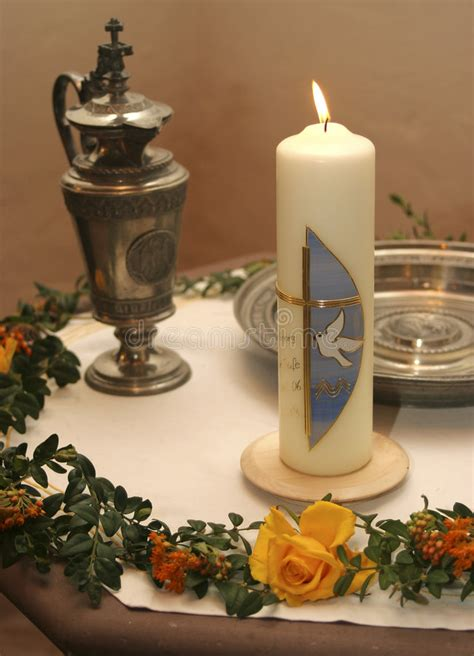 candela battesimale candela battesimale fotografia stock immagine di farfalla