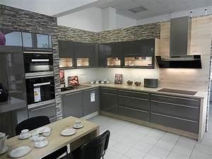 L Küche Mit E Geräten : nobilia musterk che moderne l k che mit quarzsteinarbeitsplatte und miele ger ten ~ Orissabook.com Haus und Dekorationen