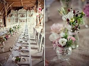 Toile De Verre Pas Cher : 32 id es de centres de table avec fleurs nappe blanche vase en verre et toile de jute ~ Teatrodelosmanantiales.com Idées de Décoration