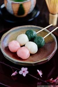 Hanami Dango 花見団子 • Just One Cookbook
