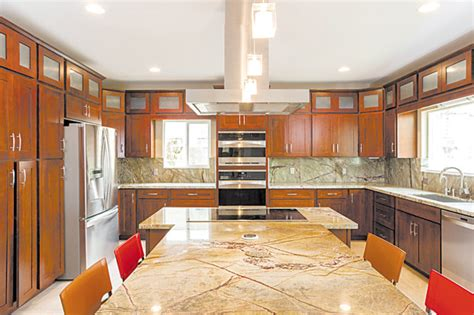 hawaii s finest in stock cabinets honolulu hi a golden 39 selection of cabinetry and tile options