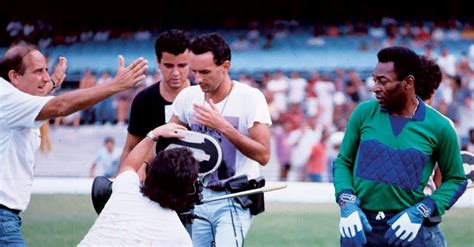 O Futebol no Cinema - Um filme com Os Trapalhões e Pelé ...