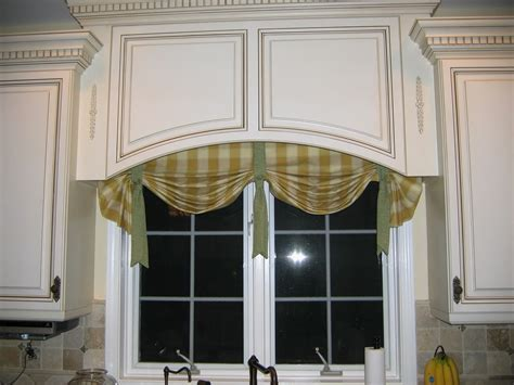 Elegant Wood Valance Over Kitchen Sink   GL Kitchen Design