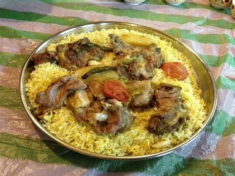 cuisine vipp lahm mutton madfoon in a majlis picture of saudi