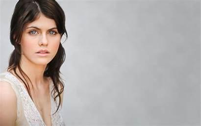 Daddario Alexandra Celebrity Actress Brunette Portrait Simple