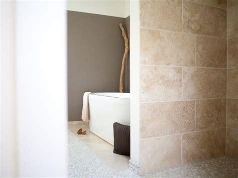 Naturstein Fliesen Travertin by Travertin Fliesen Medium Verlegt Im Badezimmer