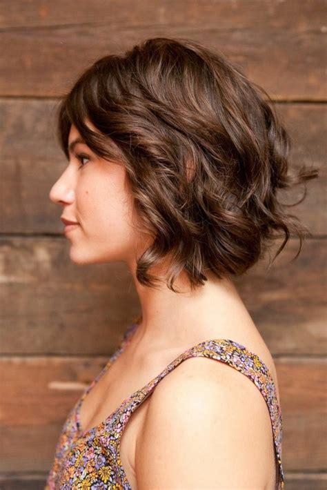 1001+ Ideas de pelo corto rizado cortes y cuidado