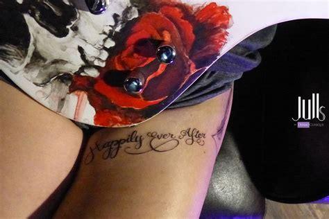 tatouage calligraphie cuisse