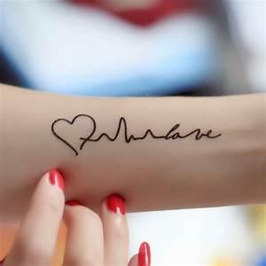 Hand Tattoos Schrift : top 30 tattoo schriften f r effektvollen tattoo spruch tattoos zenideen ~ Frokenaadalensverden.com Haus und Dekorationen