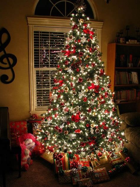 decorating trees with christmas lights 20 awesome christmas tree decorating ideas inspirations