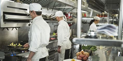 chef cuisine chef shortage in restaurant kitchens service