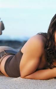 Evangeline Lilly On Beach  Full Hd 2k Wallpaper