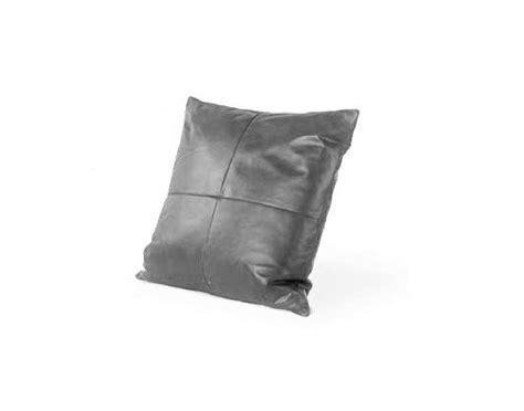 coussin pour canapé cuir mousse pour coussin de canape maison design bahbe com