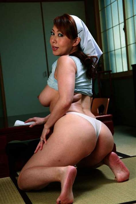 Yumi Kazama Beautiful Japanese Milf Photo Gallery Porn