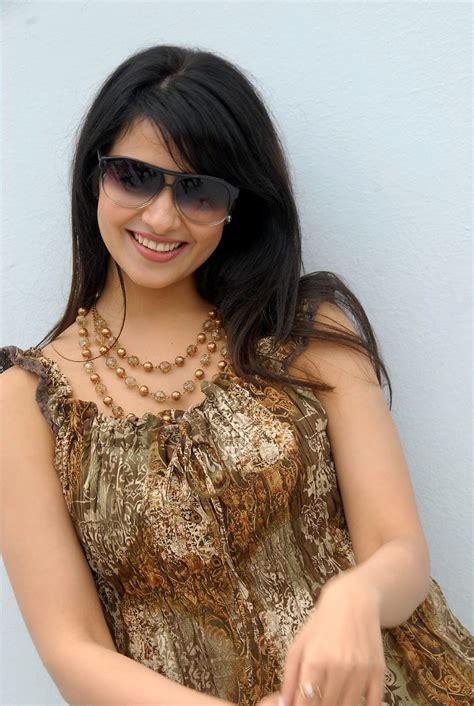 Beauty Galore HD : Saloni Aswani Relax Cozy At Telugumayyi ...