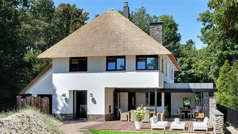 Rieten Huis by Moderne Woning Met Rieten Kap Zeeland Bnla