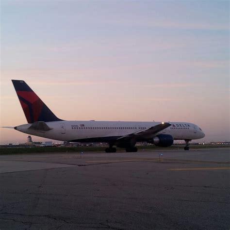 Transformando la industria de transporte en bolivia por medio de la tecnología. Photos at DTW Delta Cargo - Romulus, MI