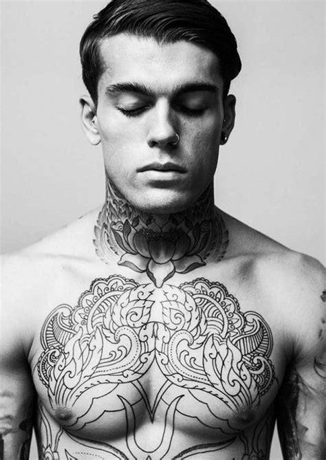tatouage torse homme 15 beaux mod 232 les de tattoos masculins sur le torse tatouage pour