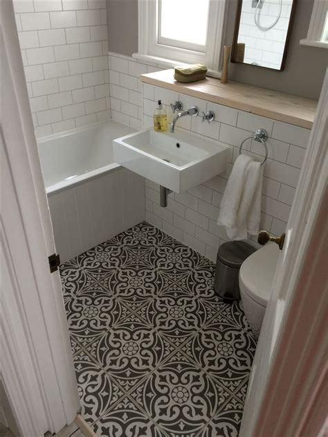 Best Tiles For Small Bathrooms by Best 25 Small Bathroom Tiles Ideas On City