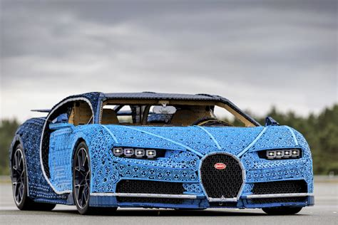 The bugatti chiron presents itself as the marriage of performance and luxury—can lego make a set which feels premium enough to live up to this let's get right to it—this is a premium lego technic set with a premium pricetag. This life-size, drivable Lego Bugatti Chiron has 2,304 electric motors