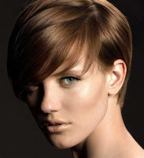 trend poni wanita  model rambut pendek  wajah