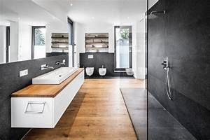 Badezimmer Tapete Wasserabweisend : fliesentrends 2017 so wird ihr bad zu einem echten hingucker ~ Michelbontemps.com Haus und Dekorationen
