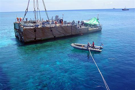 Chinese fishing boat runs aground in Philippines reef ...