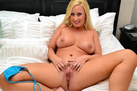 SOLVED Busty Blonde Milf Spreading